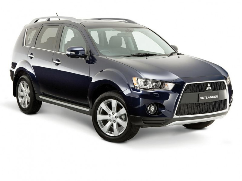 Mitsubishi Outlander Photos, Interior, Exterior Car Images | CarTrade