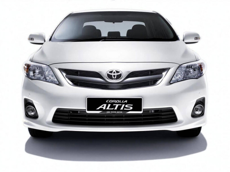 toyota corolla altis photos  interior  exterior car images