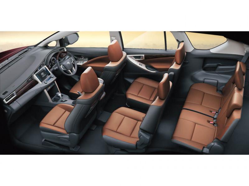 Toyota innova crysta 2 8 zx at 7 str price specifications for Innova interior 8 seater