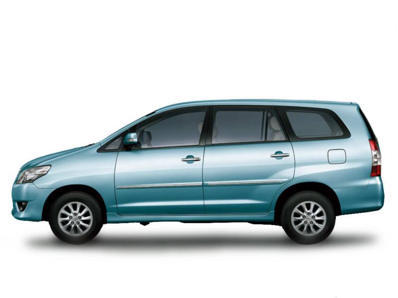 Toyota Innova Photos Interior Exterior Car Images Cartrade