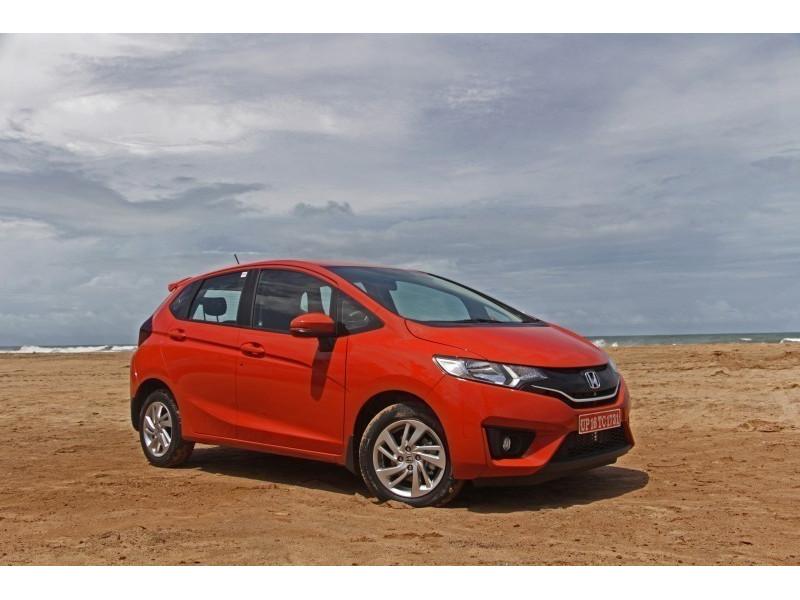 Honda jazz petrol diesel mt vs hyundai elite i20 petrol for Honda vs hyundai