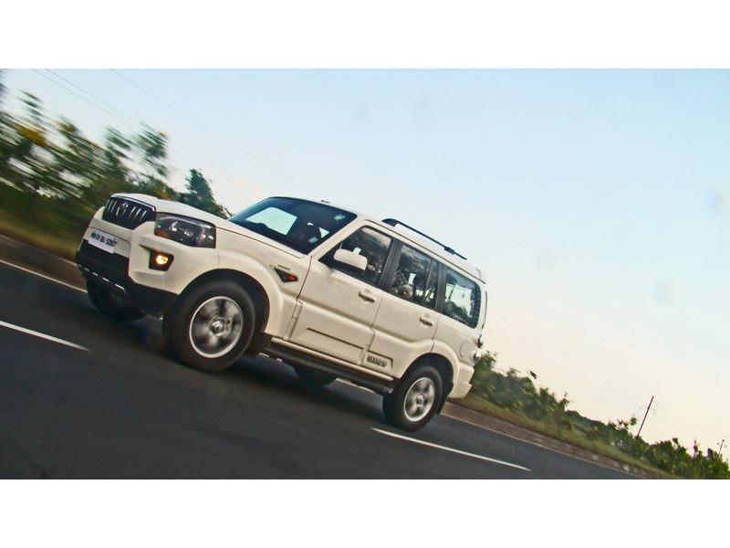 Mahindra Scorpio Diesel Mt Vs Tata Safari Storme Diesel Mt