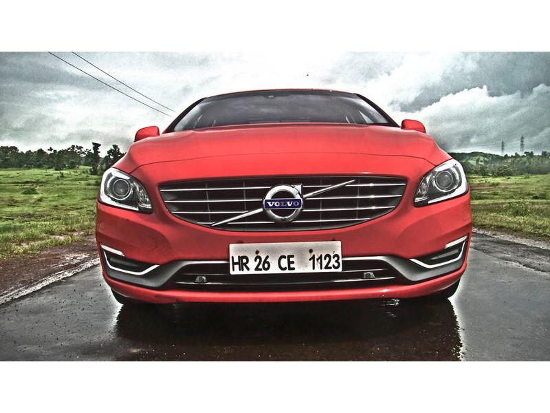 Volvo s60 diesel petrol at vs mercedes benz c class diesel for Mercedes benz s60